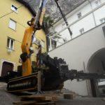 gru cingolata effer 525 servizio gru per montaggio struttura in ferro piazzata su un notevole dislivello